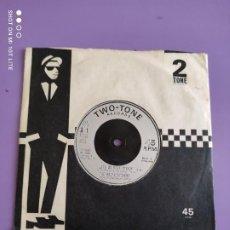 Discos de vinilo: JOYA SINGLE. SKA. THE BODYSNATCHERS - LET´S DO ROCK STEADY/RUDER THAN YOU. TWO TONE CHS TT 9.1980.UK. Lote 272080423