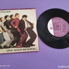 Discos de vinilo: JOYA SINGLE SKA. MADNESS - ONE STEP BEYOND/MISTAKES - BUY 56. 1980. UK.. Lote 272081433