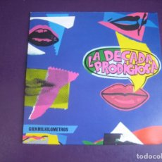 Disques de vinyle: LA DÉCADA PRODIGIOSA – CIEN MIL KILÓMETROS - SG HISPAVOX 1990 - POP - POPURRI EXITOS 80S EXTRANJERO. Lote 273142938