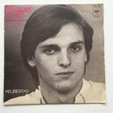 Discos de vinilo: MIGUEL BOSÉ – LINDA/MI LIBERTAD HOLANDA,1977 CBS. Lote 273724003