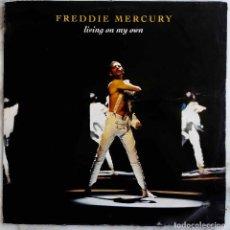 Dischi in vinile: FREDDIE MERCURY. ( QUEEN ). LIVING ON MY OWN. MAXI SINGLE UK. 4 VERSIONES. Lote 274749263