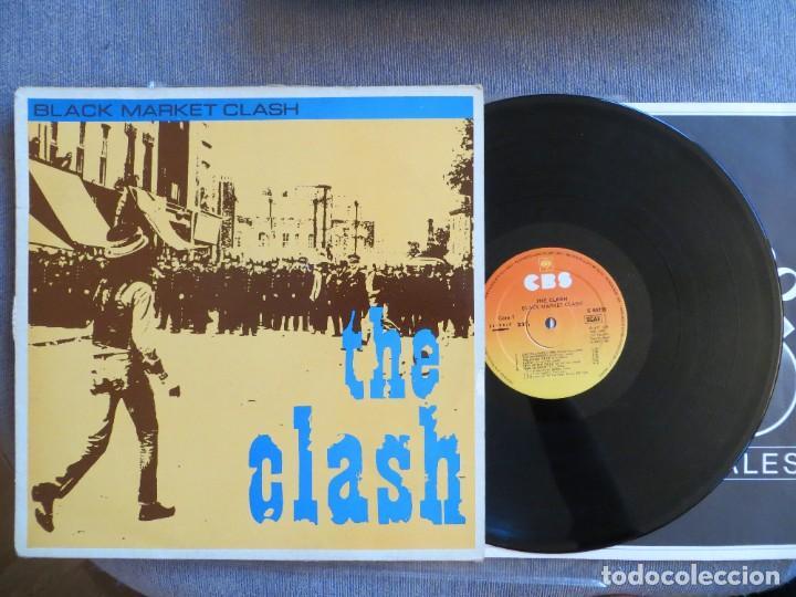 THE CLASH: BLACK MARKET CLASH (SPANISH L.P.) 1981 CBS- MUY RARO !!!! (Música - Discos - LP Vinilo - Punk - Hard Core)