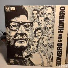 Discos de vinilo: LP HOMBRO CON HOMBRO ( CANTAN VICTOR JARA, SILVIO RODRIGUEZ, PABLO MILANES, AMAURY PEREZ, ETC ). Lote 275166393