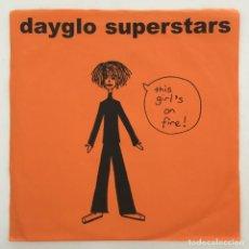 Discos de vinilo: DAYGLO SUPERSTARS – THIS GIRL'S ON FIRE, ORANGE, UK 2002 VERSECHORUSVERSE RECORDS. Lote 275170433