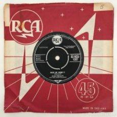 Discos de vinilo: ELVIS PRESLEY WITH THE JORDANAIRES – IT'S NOW OR NEVER / MAKE ME KNOW IT, UK 1960 RCA. Lote 276227268