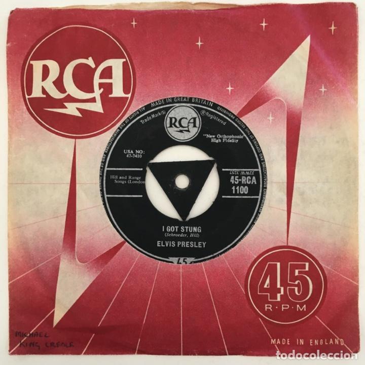 Discos de vinilo: Elvis Presley – One Night / I Got Stung, UK 1959 RCA - Foto 2 - 276227613