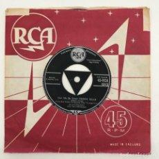 Discos de vinilo: ELVIS PRESLEY WITH THE JORDANAIRES – (LET ME BE YOUR) TEDDY BEAR, UK 1957 RCA. Lote 276227673