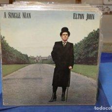 Discos de vinilo: LP ELTON JOHN A SINGLE MAN CON BRUTAL GATEFOLD, CIERTO USO, NO ESTA MAL. Lote 276519763