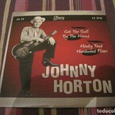 Discos de vinilo: SINGLE JOHNNY HORTON GOT THE BULL.../HONKY TONK HARDWOOD...SLEAZY 26. Lote 276522028