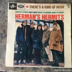 Disques de vinyle: HERMANS HERMITS - THERES A KIND OF HUSH . EP . 1967 FRANCIA. Lote 276674663