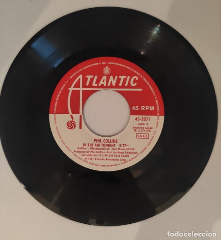 """Discos de vinilo: Vinilo de 7 pulgadas de Phil Collins que contiene """"in the air tonight"""" y """"the roof is leaking"""". - Foto 3 - 276680838"""