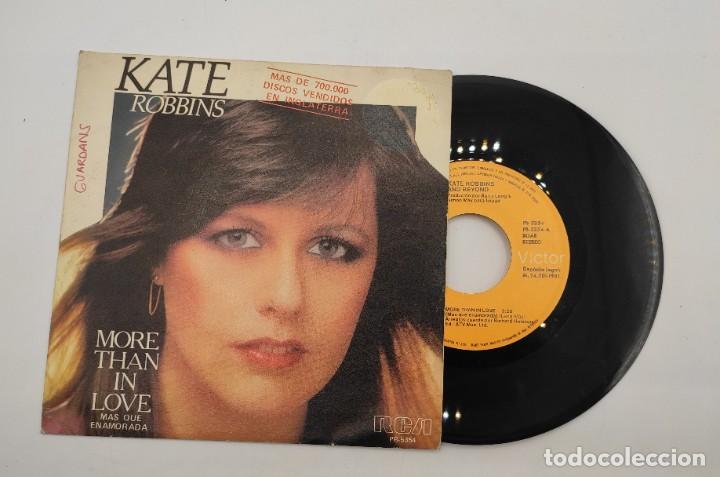 """VINILO DE 7 PULGADAS DE KATE ROBBINS QUE CONTIENE """"MORE THAN IN LOVE"""" Y """"NOW"""". DISCOGRÁFICA: RCA. (Música - Discos de Vinilo - EPs - Pop - Rock - New Wave Internacional de los 80)"""