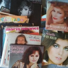 Discos de vinilo: LOTE DE 50 SINGLES DE ARTISTAS ESPAÑOLES Y LATINOS CON HOJAS DE PROMOCIÓN. AÑOS 80. Lote 276712598