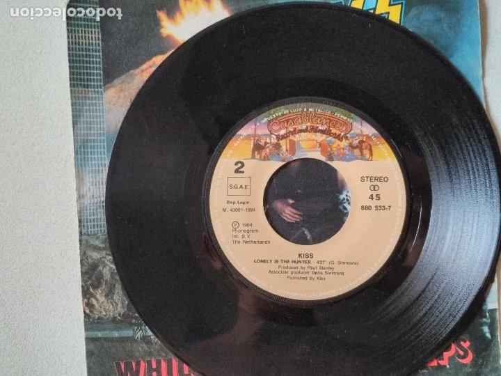 Discos de vinilo: Kiss – While The City Sleeps = Mientras La Ciudad Duerme 1984 - Foto 3 - 276956138