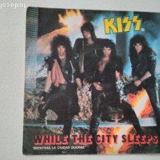 Discos de vinilo: KISS – WHILE THE CITY SLEEPS = MIENTRAS LA CIUDAD DUERME 1984. Lote 276956138