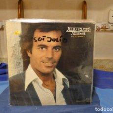 Discos de vinilo: LP JULIO IGLESIAS CANTA EN FRANCES AIMER LA VIE NOMBRE EN TAPA RESTO GENIAL JULIO EL PXXO AMO. Lote 277113153