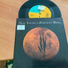 Discos de vinilo: NEIL YOUNG (HARVEST MOON) SINGLE GERMANY 1992 (EPI24). Lote 277160803