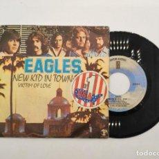 """Discos de vinilo: VINILO DE 7 PULGADAS DE EAGLES QUE CONTIENE """"NEW KID IN TOWN"""" Y """"VICTIM OF LOVE"""". HISPAVOX.. Lote 277462048"""
