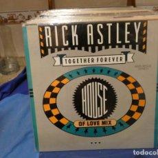 Discos de vinilo: MAXI SINGLE RICK ASTLEY TOGETHER FOREVER HOUSE OF LOVE MIX MUY BUEN ESTADO 1988. Lote 277539263