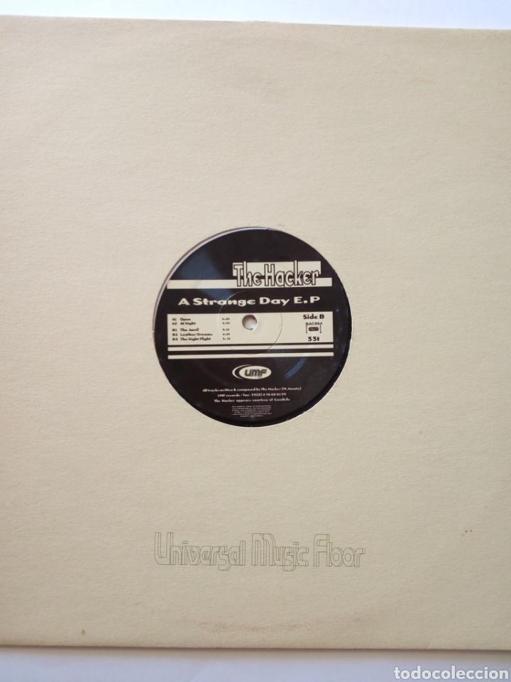 Discos de vinilo: THE HACKER - A STRANGE DAY E.P - Foto 2 - 277707213