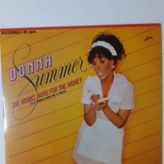 Discos de vinilo: DONNA SUMMER. SHE WORKS HARD FOR THE MONEY. MAXISINGLE. 1983 ESPAÑA. 812 370-1. VG++, VG++.. Lote 278430853