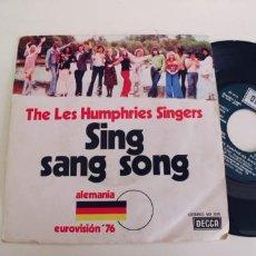 Discos de vinilo: THE LES HUMPHRIES SINGERS-SINGLE SING SANG SONG-EUROVISION 76. Lote 278431828