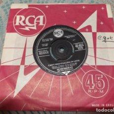 Discos de vinilo: SINGLE ELVIS PRESLEY CAN'T HELP FALLING IN LOVE MIREN FOTOS. Lote 278640063