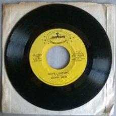 Discos de vinilo: GEORGE JONES. WHO SHOT SAM/ WHITE LIGHTNING. MERCURY, USA 1959 RE SINGLE. Lote 279334208