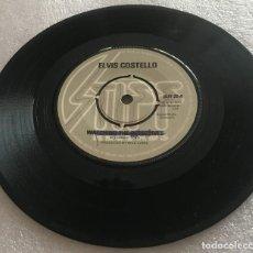Discos de vinilo: SINGLE ELVIS COSTELLO AND THE ATTRACTIONS - WATCHING THE DETECTIVES Y OTROS TEMAS -PEDIDO MINIMO 7€. Lote 279413358