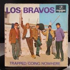 Discos de vinilo: *LOS BRAVOS - TRAPPED / GOING NOWHERE - SG AÑO 1966 - LEER DESCRIPCIÓN. Lote 279586698