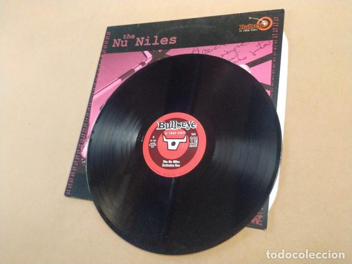 Discos de vinilo: LP THE NU NILES - DESTINATION NOW - DEDICATORIA EN PORTADA - Foto 3 - 283664698