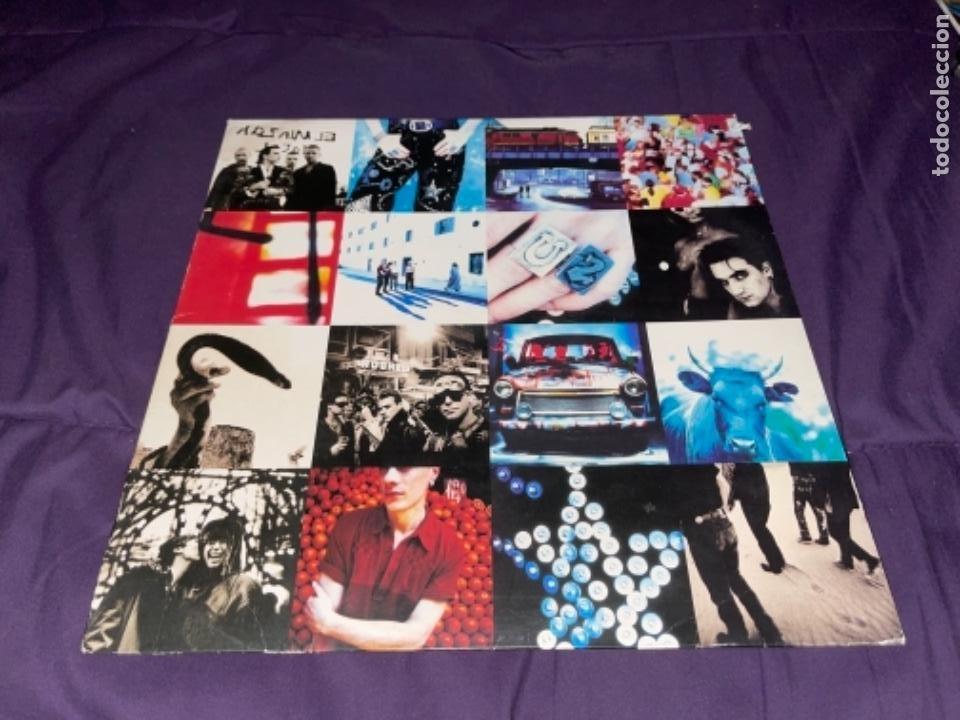 LP U2 ATCHUNG BABY CORRECTO CIERTO USO ENCARTE, TIO DESNUDO EN TAPA (Música - Discos - LP Vinilo - Pop - Rock - Internacional de los 70)