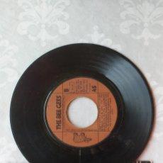 Disques de vinyle: SINGLE THE BEE GEES, SIN PORTADA, HOW DEEP OS YOUR LOVE. Lote 284496763