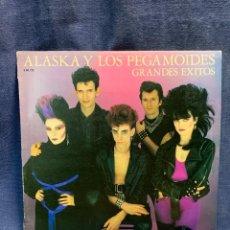 Discos de vinilo: DISCO ALASKA Y LOS PEGAMOIDES GRANDES EXITOS 1982 HISPAVOX 33RPM 31X31CMS. Lote 285209173