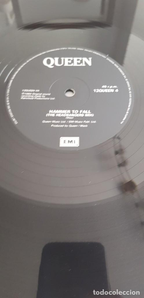 Discos de vinilo: QUEEN - HAMMER TO FALL / TEAR IT UP (EMI 1984 12QUEEN4) LIVE SLEEVE ULTRA RARO!!!!!! - Foto 2 - 36126956