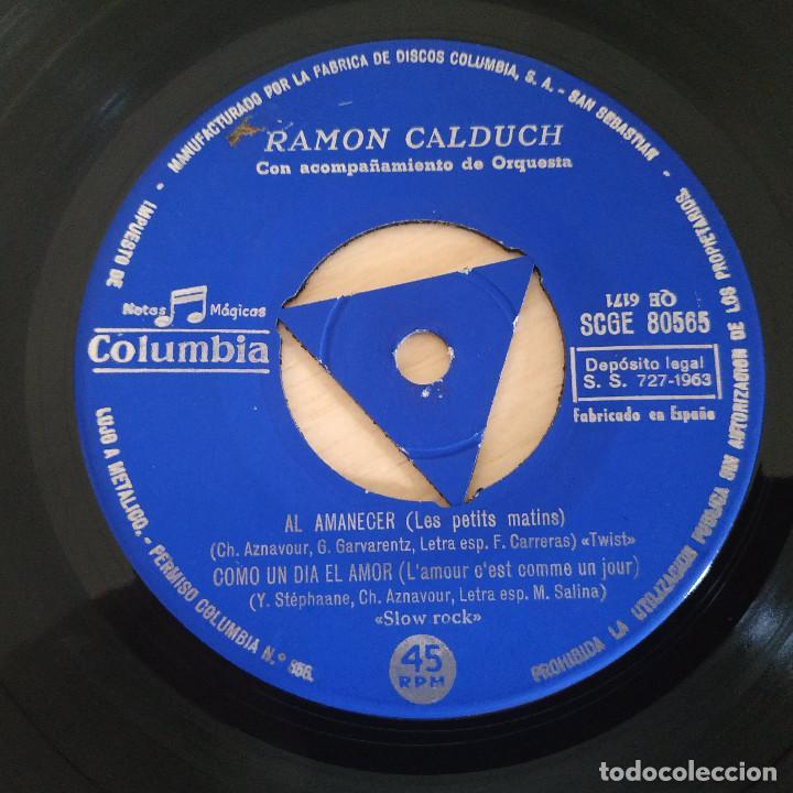 Discos de vinilo: RAMÓN CALDUCH INTERPRETA A CHARLES AZNAVOUR - AL AMANECER / LOS COMEDIANTES / YA ES TARDE - EP 1963 - Foto 3 - 286824338