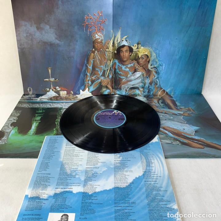 Discos de vinilo: LP - VINILO BONEY M. - OCEANS OF FANTASY - DOBLE PORTADA PÓSTER + ENCARTE - ESPAÑA - AÑO 1982 - Foto 2 - 286878218