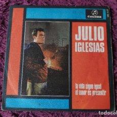 "Discos de vinilo: JULIO IGLESIAS – LA VIDA SIGUE IGUAL,VINYL, 7"", SINGLE 1968 SPAIN ME 446. Lote 287219453"