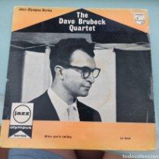 Discos de vinilo: THE DAVE BRUBECK QUARTET - WHEN YOU'RE SMILING / LE SOUK (PHILIPS, UK, 1959). Lote 287434598