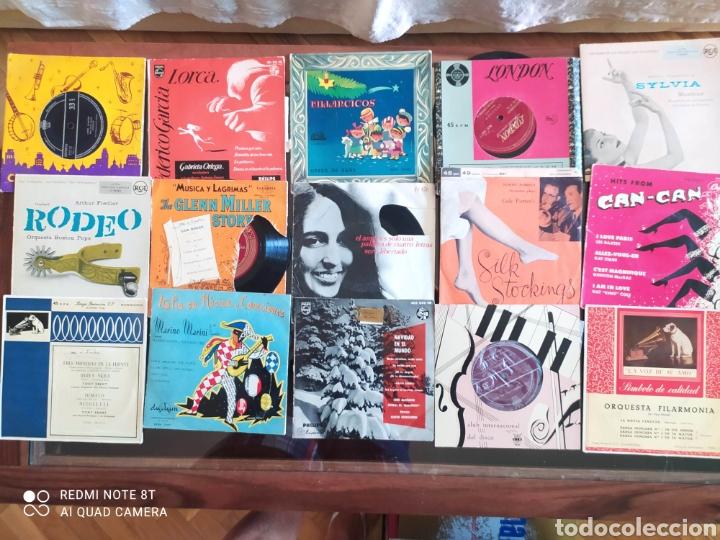 Discos de vinilo: 30 Singles 45 R.P.M.variados años 50/60 con fundas y otros 16 sin. Todos sin probar - Foto 2 - 288161338