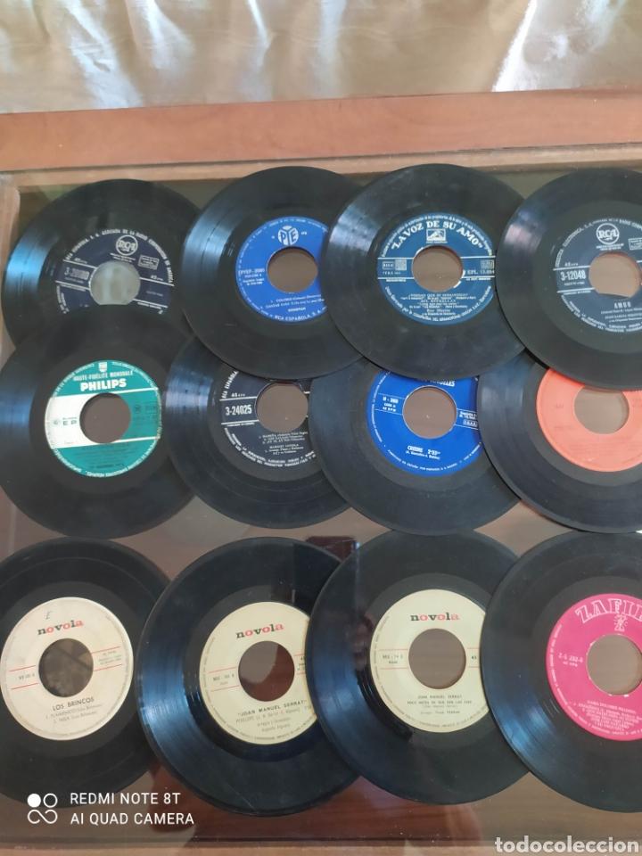 Discos de vinilo: 30 Singles 45 R.P.M.variados años 50/60 con fundas y otros 16 sin. Todos sin probar - Foto 3 - 288161338