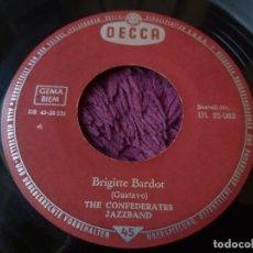 """Discos de vinilo: THE CONFEDERATES JAZZBAND – BRIGITTE BARDOT, VINYL 7"""" SINGLE 1961 GERMANY DL-25063. Lote 288363133"""