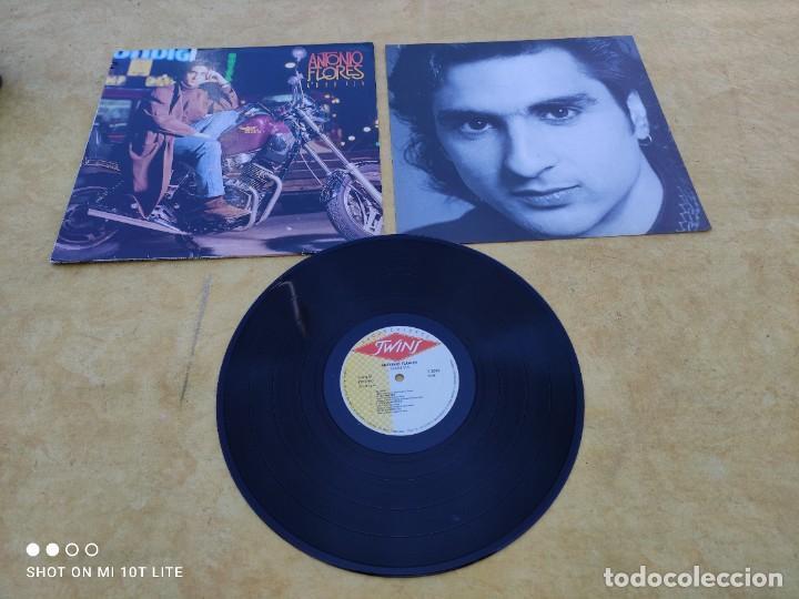 LP. ORIGINAL ANTONIO FLORES - GRAN VÍA - SELLO TWINS T 3076 SP. AÑO 1988. COMPLETO CON LETRAS (Música - Discos - LP Vinilo - Solistas Españoles de los 70 a la actualidad)