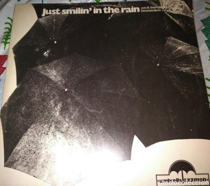 VINILO JUST SMILIN IN THE RAIN, UMBRELLA JAZZMEN. FIRMADO (Música - Discos - LP Vinilo - Jazz, Jazz-Rock, Blues y R&B)