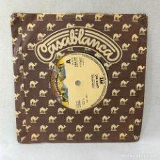 Discos de vinilo: SINGLE LIPPS INC - FUNKYTOWN - UK - AÑO 1980. Lote 288645183