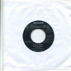 Discos de vinilo: JOHNNY HORTON / NORTH TO ALASKA / THE MANSION YOU STOLE (SINGLE PHILIPS 1960). Lote 289214768