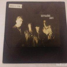 Discos de vinilo: EXTRAÑOS AQUI/DOS PROMESAS/SINGLE.. Lote 289332753