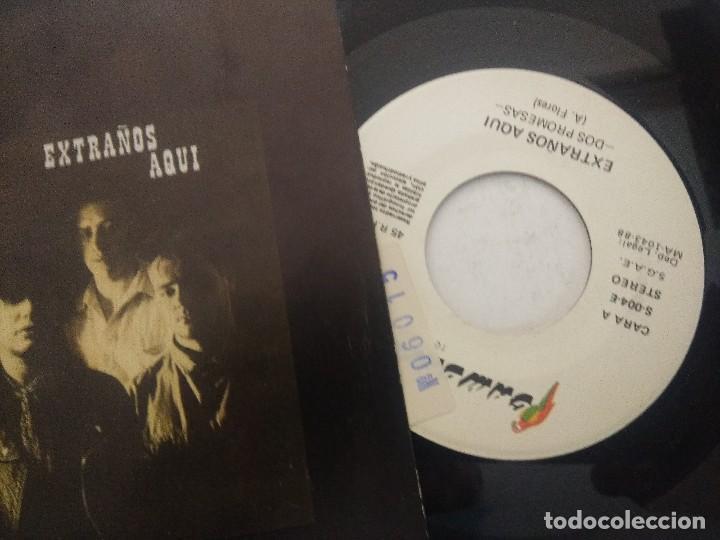 Discos de vinilo: EXTRAÑOS AQUI/DOS PROMESAS/SINGLE. - Foto 2 - 289332753