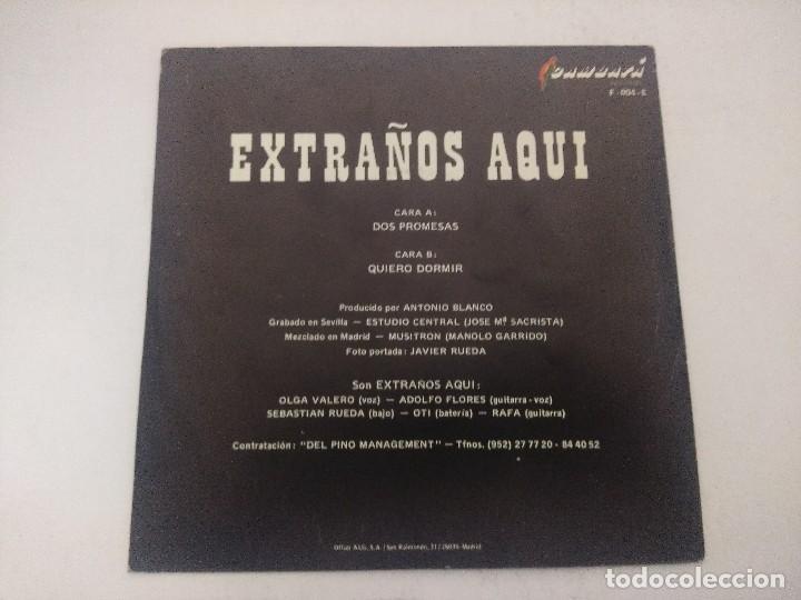Discos de vinilo: EXTRAÑOS AQUI/DOS PROMESAS/SINGLE. - Foto 3 - 289332753