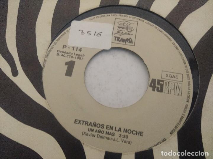 Discos de vinilo: EXTRAÑOS EN LA NOCHE/UN AÑO MAS/SINGLE. - Foto 2 - 289333503